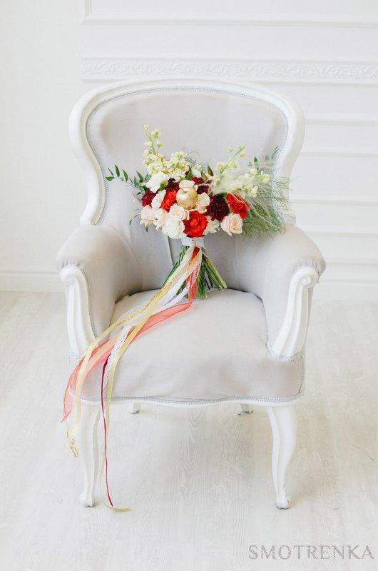 Лужайка: свадебное оформление, букет невесты